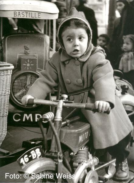 09 Sabine Weiss, Auf dem Karusell, Paris 1951