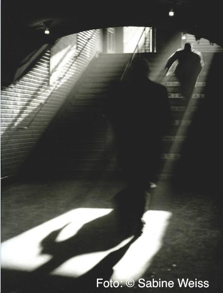 10 Sabine Weiss, Metroausgang, Paris, 1955