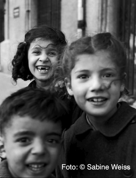 Paris : Porte de Saint-Cloud. Terrain vague, enfants. 1949